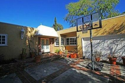 Cozy Lender Beverly Hills Vacation Home