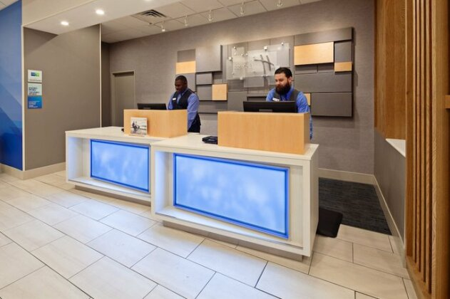 Holiday Inn Express Los Angeles LAX Airport - Photo 4