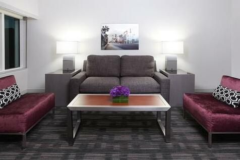 Loews Hollywood Hotel- Photo 5