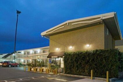 Super 8 by Wyndham Los Angeles Culver City Area