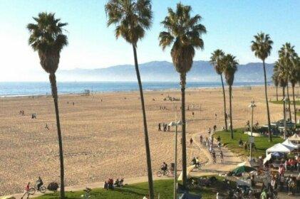 Walking Distance To Venice Beach & Abbot Kinney