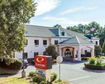 Econo Lodge Inn & Suites Marietta