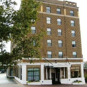 Landmark Inn Marquette