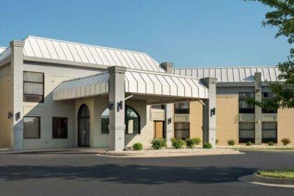 Days Inn & Suites by Wyndham Merrillville