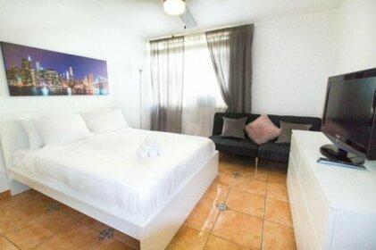 713 Miami Beach Apartments