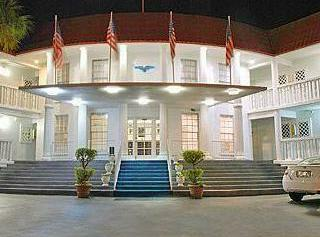 White House Inn on The Bay