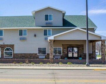 Rodeway Inn & Suites - Okoboji