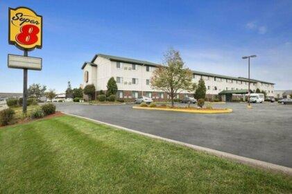 Super 8 by Wyndham Milwaukee Airport Hotel