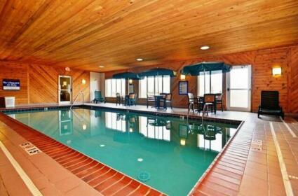Napoleon Inn & Suites