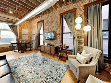 Rare Find 1820 Luxury 203 lofts Steps to Broadway-Sleeps 4
