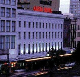 Astor Crowne Plaza - The Alexa Quarters