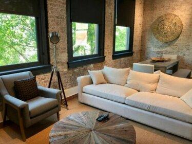 Luxury 3BD/3 5Bath Full Floor - Prvt Elevator/Grocery/Superdome/Streetcar/Dining