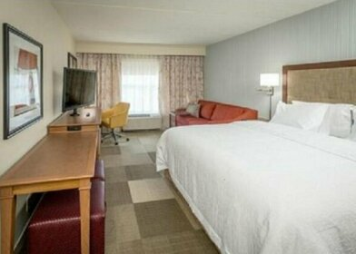 Hampton Inn & Suites Pittsburgh New Stanton PA