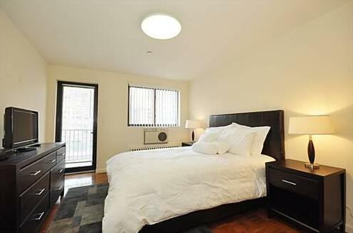 39th Street Suites- Photo3