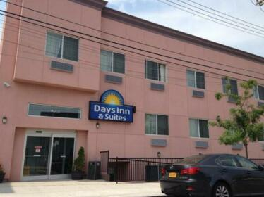 Days Inn & Suites by Wyndham Ozone Park JFK Airport