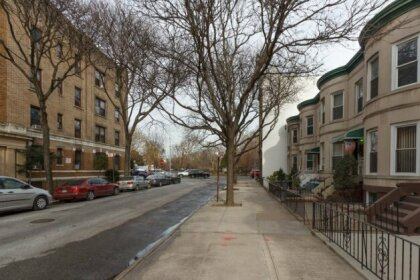 Homestay in Flatbush near Church of the Holy Innocents