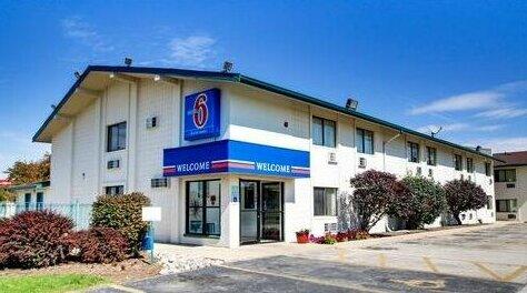 Motel 6 Normal - Bloomington Area