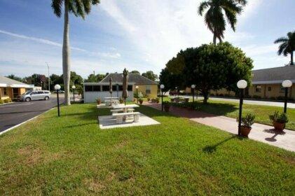 Tropical Palm Motel