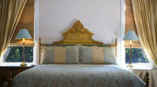 Harvey House Bed & Breakfast