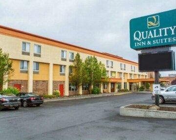 Quality Inn & Suites Riverfront Oswego
