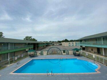 Canterbury Inn & Suites