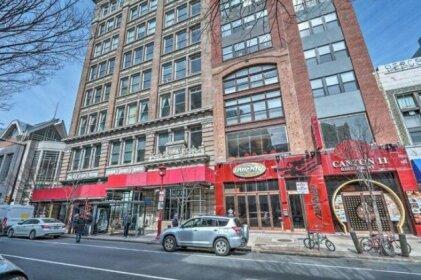 Chinatown Apt w/ Walkability & Rooftop Deck