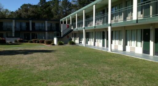 Days Inn by Wyndham Richmond Hill Savannah