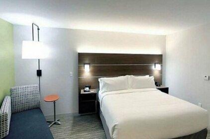 Holiday Inn Express & Suites - Detroit North - Roseville