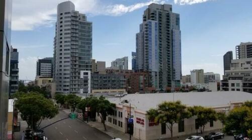 Luxury Studio in Downtown San Diego