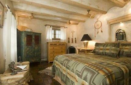 Cowboy On The Acequia 2 Bedrooms Fireplaces Washer/Dryer Sleeps 4