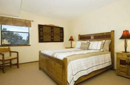 Loma Arisco Vista Three-bedroom Condo