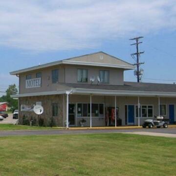 Great Lakes Inn & Suites