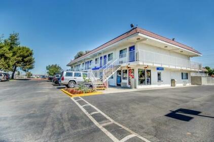 Motel 6 Stockton - Charter Way West