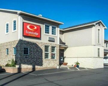 Econo Lodge & Suites Airport North Syracuse