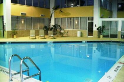 Ramada by Wyndham East Syracuse Carrier Circle Hotel
