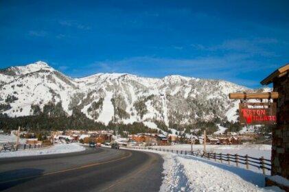 Snow Ridge Condominiums