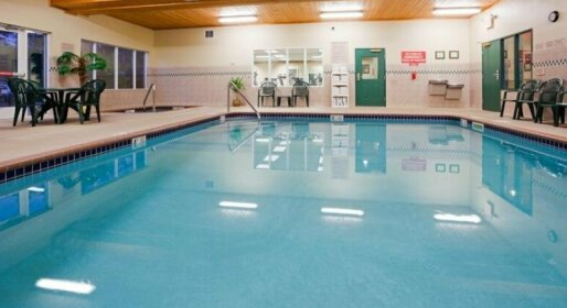 Country Inn & Suites by Radisson Marquette MI