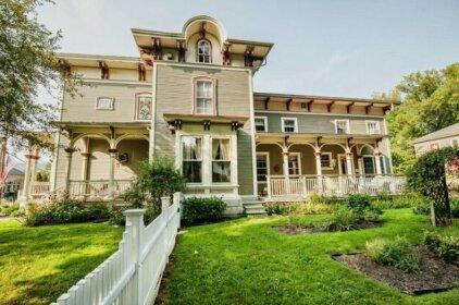 I B Munson House