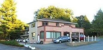 Warwick Motel & Suites