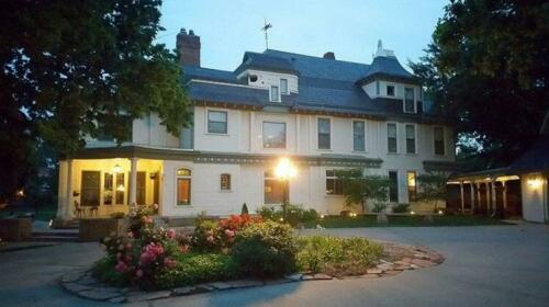 The Wellington Place Inn