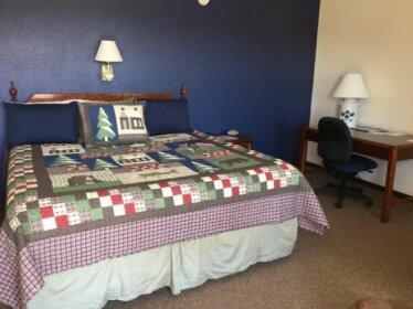 Crest Country Inn