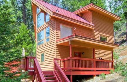 Red Fox Retreat - 2BR/2BA Tri-Level Home
