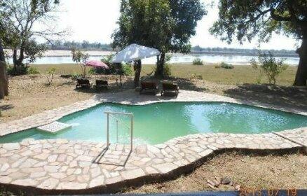 Zikomo Safari Camp Mfuwe